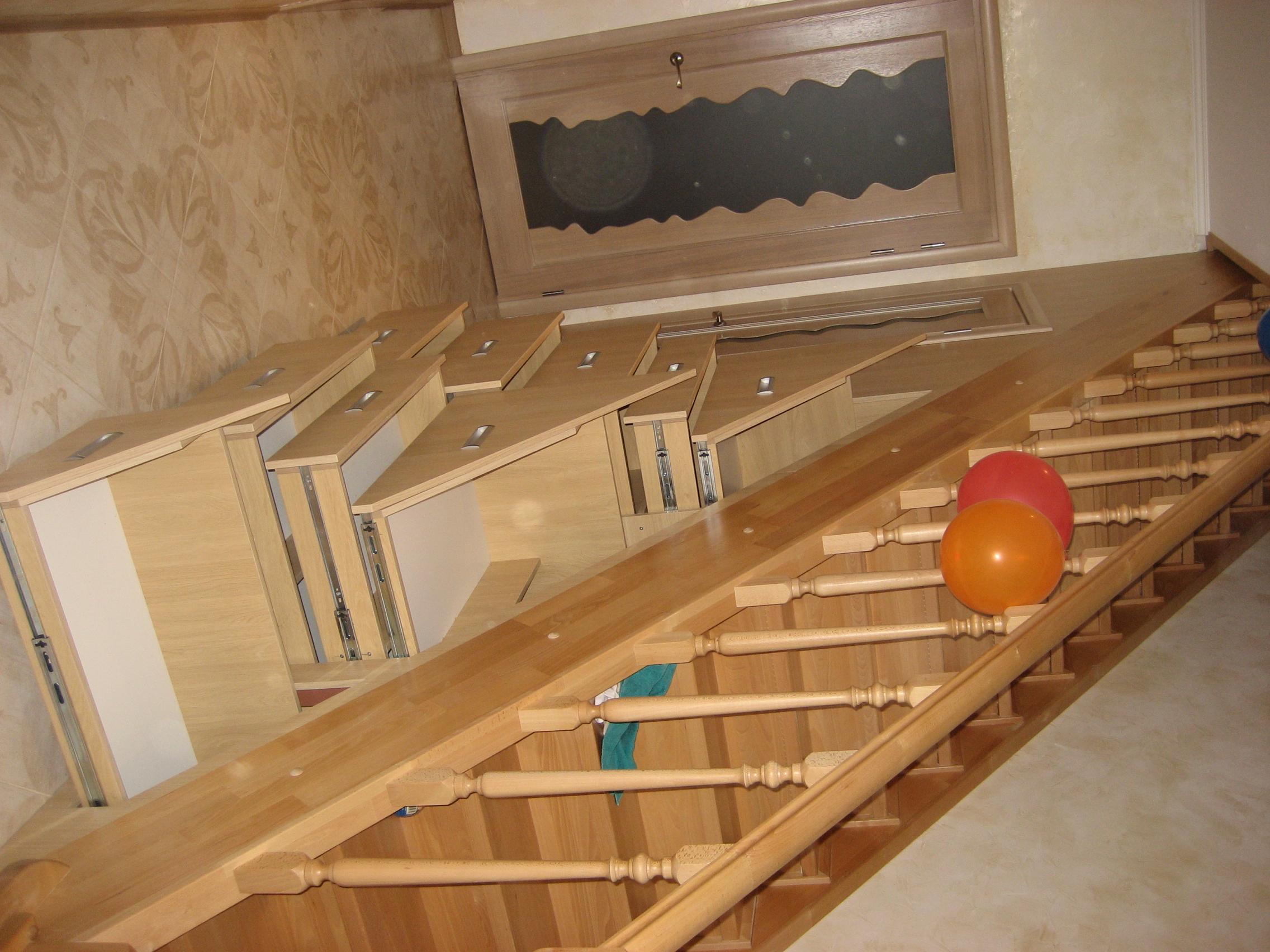 Лестница на второй этаж дома своими